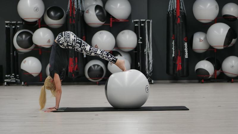 pilatesas-su-kamuoliu-kaune-vs-fitness